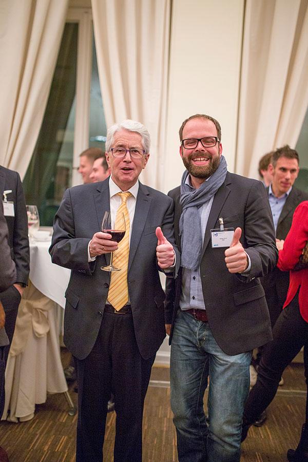 Showmaster Frank Elstner beim Meet and Greet mit den Wirtschaftsjunioren Karlsruhe nach dem Kamingespräch