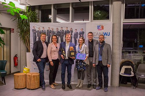 Die Wirtschaftsjunioren Karlsruhe bedanken sich beim Karlsruher Zoodirektor Mathias Reinschmidt für das Kamingespräch