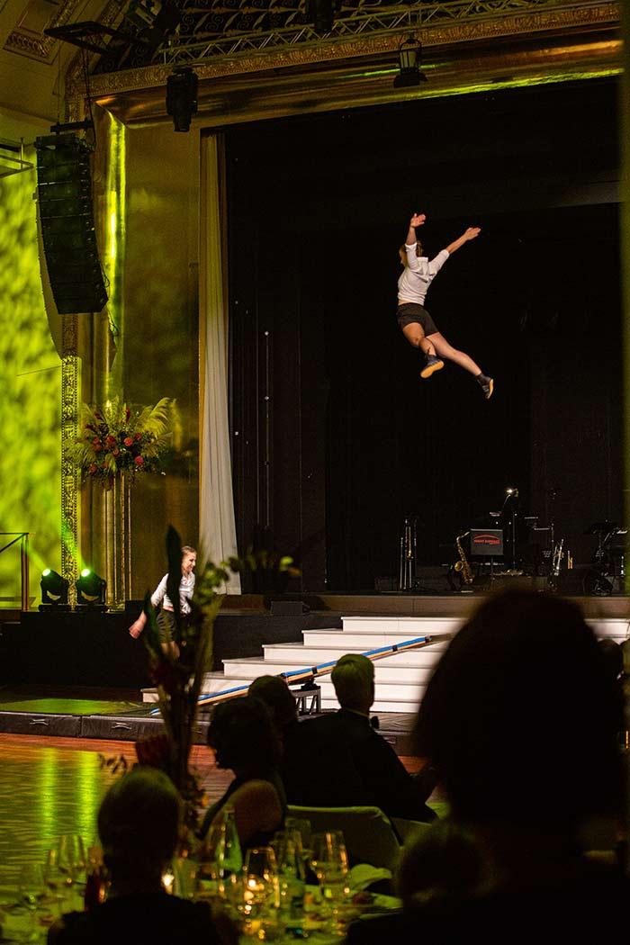 Akrobatik beim Ball der badischen Wirtschaft 2019 der Wirtschaftsjunioren Karlsruhe im Kurhaus Baden Baden