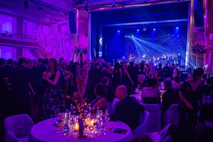 Gäste und Bühnenshow beim Ball der badischen Wirtschaft 2019 der Wirtschaftsjunioren Karlsruhe im Kurhaus Baden Baden