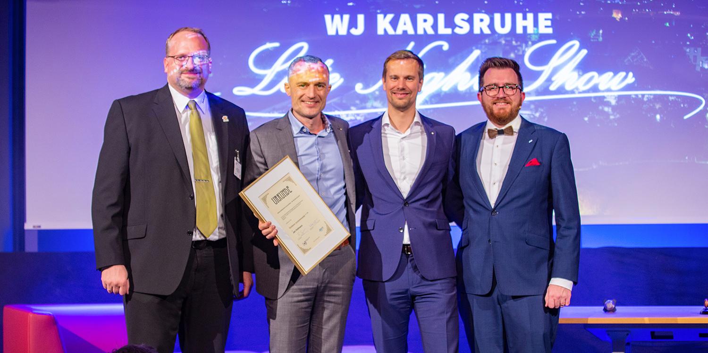 Jahreshauptversammlung 2019 der Wirtschaftsjunioren Karlsruhe in der IHK Karlsruhe Verleihung der goldenen Juniorennadel an Jan Hollmann
