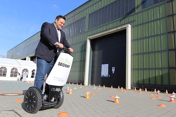 Wirtschaftsjunioren bei Horizonte Mobilität der Zukunft eine Segwayfahrt durch den Prkour