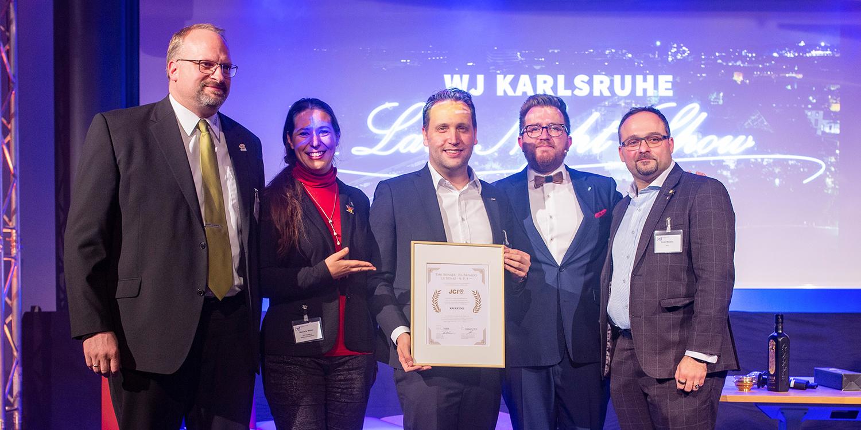 Jahreshauptversammlung 2019 der Wirtschaftsjunioren Karlsruhe in der IHK Karlsruhe Verleihung der goldenen Juniorennadel an Kai Keune