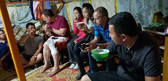 Wirtschaftsjunioren Karlsruhe speisen mit JCI Mongolia beim Mongolei Twinning