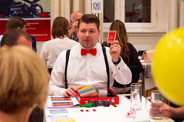 Monopoly Stadtmeisterschaft 2019 der Wirtschaftsjunioren Karlsruhe mit Spielleiter Dan Angner
