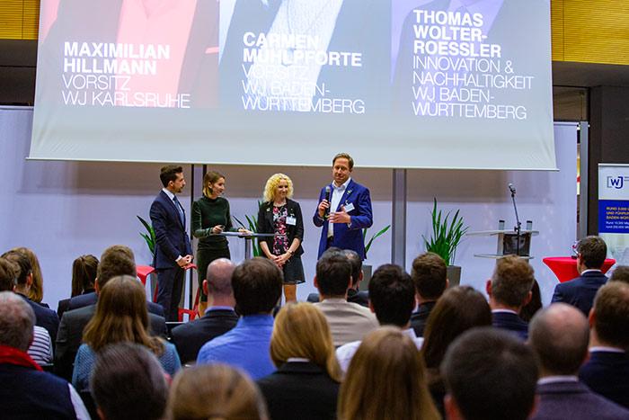 Maximilian Hillmann und Anna Bohnert von den Wirtschaftsjunioren Karlsruhe mit Carmen Mühlpforte und Thomas Wolter-Roessler beim be efficient award 2018