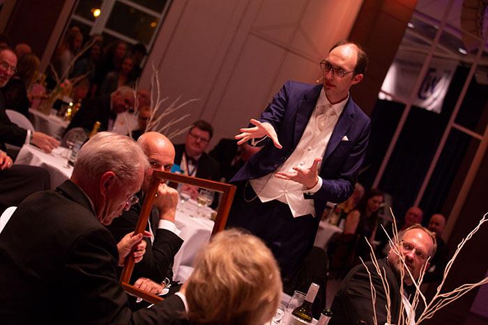 Zauberer Showact auf der JCI Senatorenkonferenz 2018 verzaubert Gäste in Karlsruhe